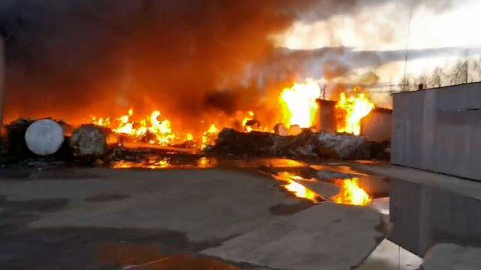 В Вологодской области загорелось здание бывшего льняного комбината