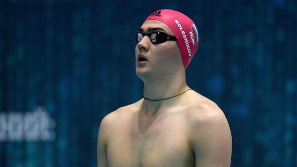 Климент Колесников перед финальным заплывом на дистанции 100 метров на спине среди мужчин на чемпионате России по плаванию в Казани.