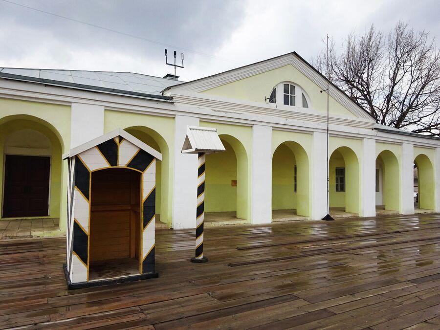 Здание гауптвахты на территории Кремля