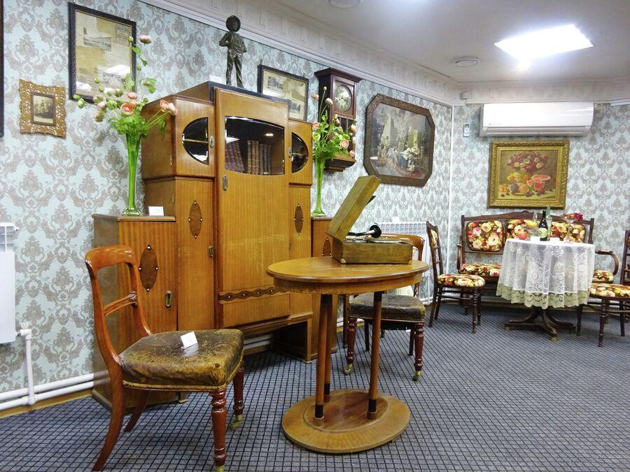 Некоторые экспонаты в музее купеческого быта можно купить - как в обычной антикварной лавке