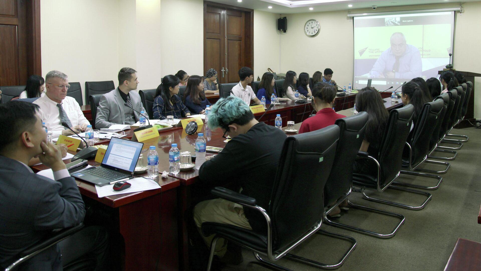 Завершился вебинар SputnikPro для студентов и журналистов Вьетнама
