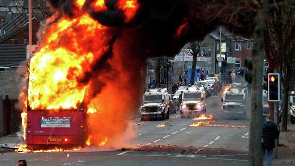 Горящий автобус в Белфасте