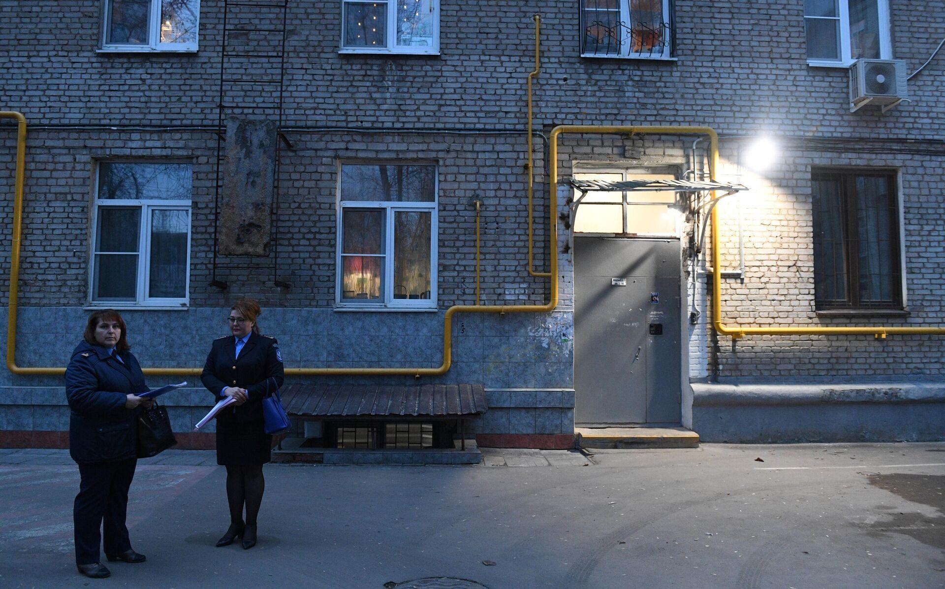 Сотрудницы Мосжилинспекции во время рейда в квартиру в Москве - РИА Новости, 1920, 09.04.2021
