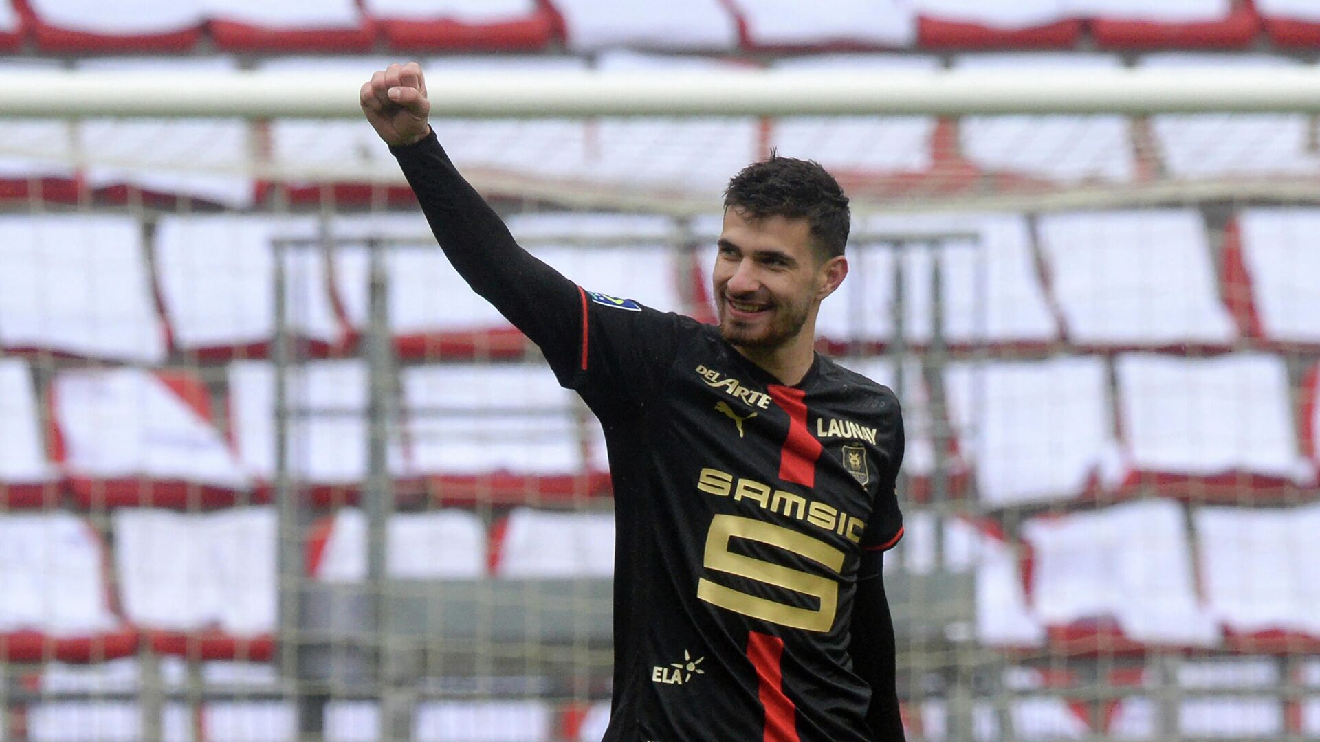 Rennes' French forward Martin Terrier reacts after scoring during the French L1 football match between Stade Rennais (Rennes) and FC Nantes at The Roazhon Park Stadium in Rennes, north-western France on April 11, 2021. (Photo by JEAN-FRANCOIS MONIER / AFP) - РИА Новости, 1920, 11.04.2021