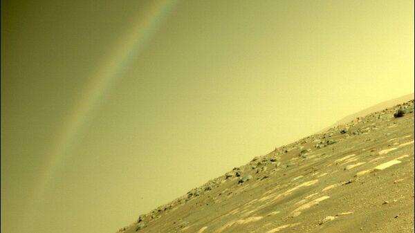 Cнимок, сделанный марсоходом Perservance, на котором видна радуга