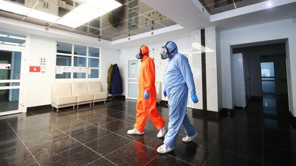 Медицинские работники в клинической больнице скорой медицинской помощи №7 в Волгограде