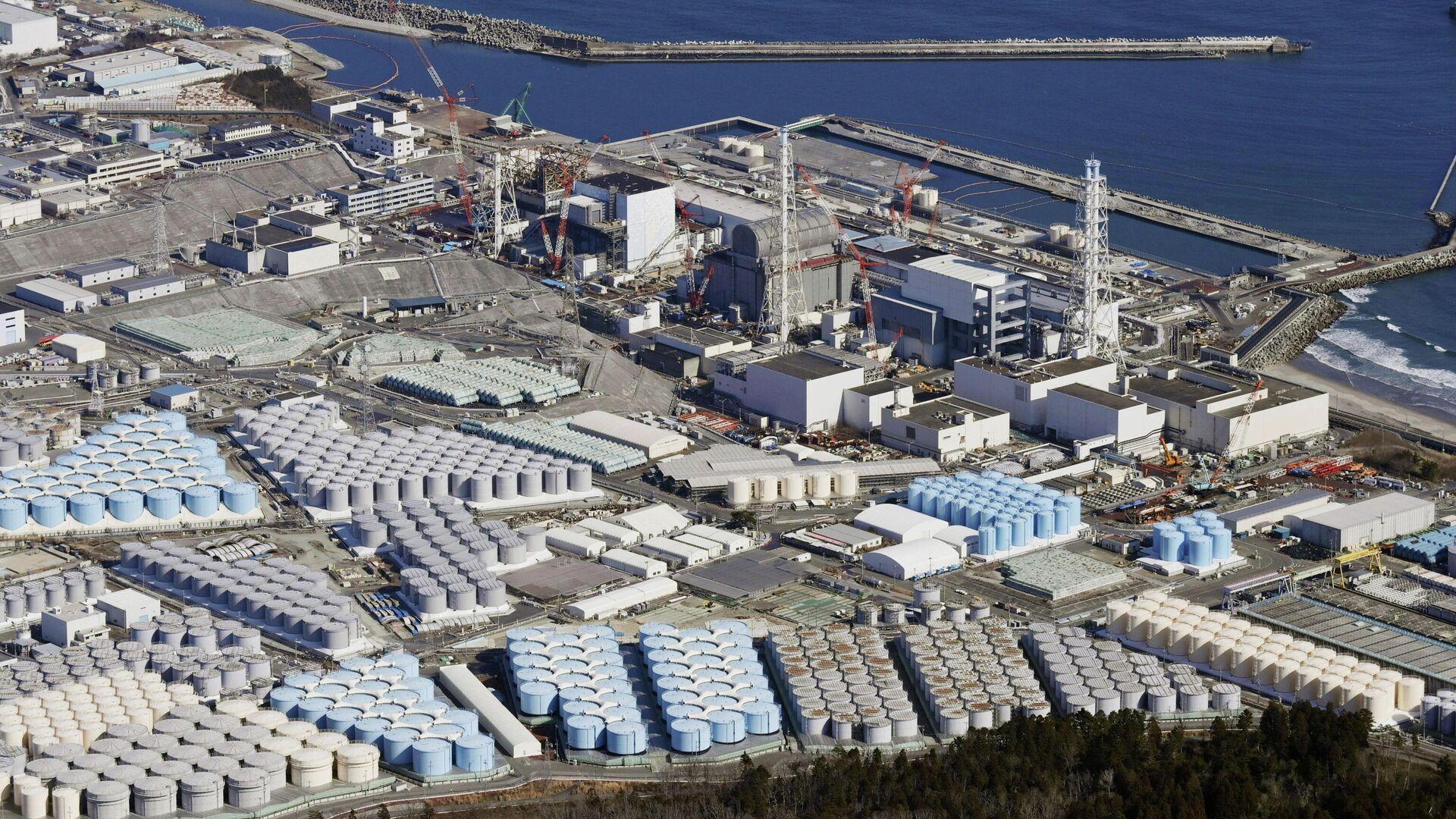 Вид с воздуха на резервуары для хранения воды на АЭС Фукусима, Япония - РИА Новости, 1920, 15.04.2021