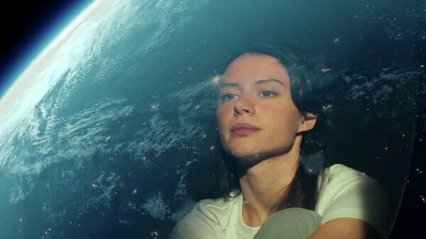 Кадр из клипа Дельфин — Ладони