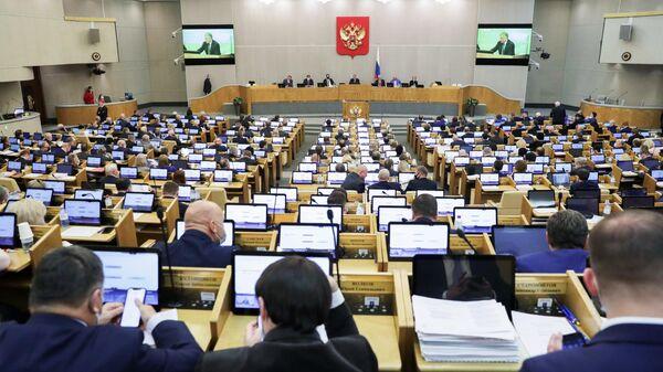 Депутаты на пленарном заседании Государственной Думы РФ