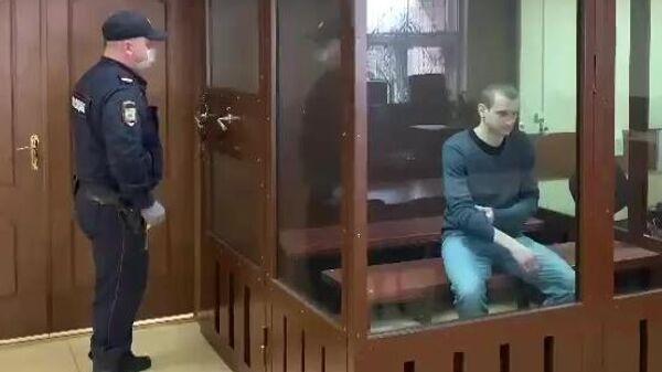 Бизнесмен Илья Аверьянов, задержанный в рамках уголовного дела о покушении на убийство, во время избрания меры пресечения в Пресненском суде Москвы. Кадр видео