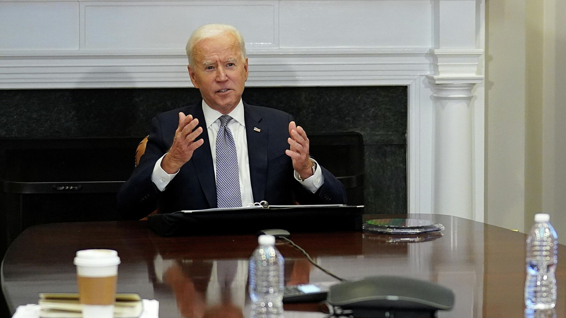 Песков прокомментировал встречу посла США с помощником Путина