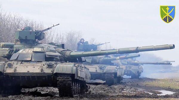 Учения украинских ВС вблизи границы с Крымом. Кадр видео