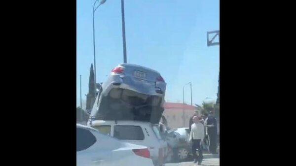 Автомобильная авария с участием 3 автомобилей в Сочи