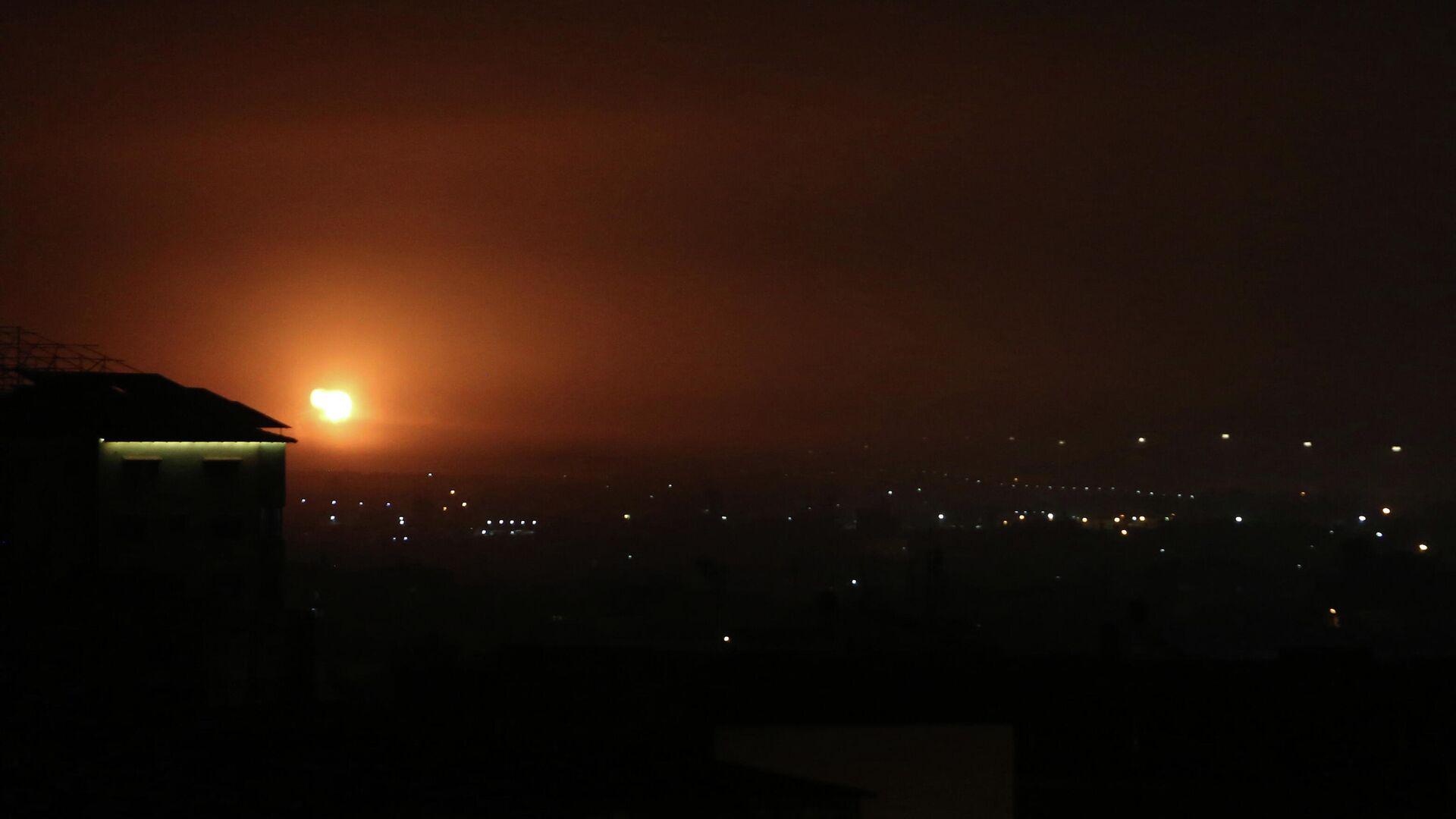 Авиаудар, нанесенный Израилем по югу сектора Газа. 16 апреля 2021 - РИА Новости, 1920, 13.05.2021