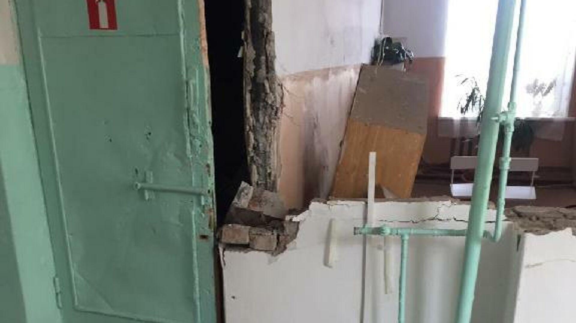 Обрушение стены в здании школы, расположенной в селе Воздвиженка Уссурийского городского округа - РИА Новости, 1920, 16.04.2021