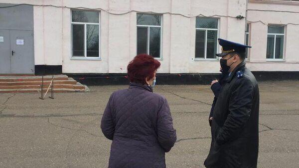 Обрушение стены в здании школы, расположенной в селе Воздвиженка Уссурийского городского округа
