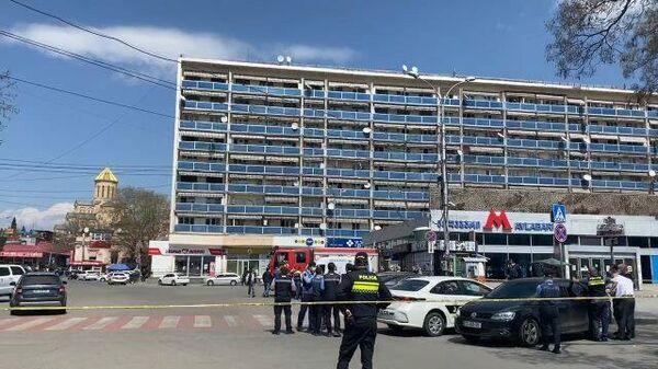 Кадры с места захвата банка в Тбилиси