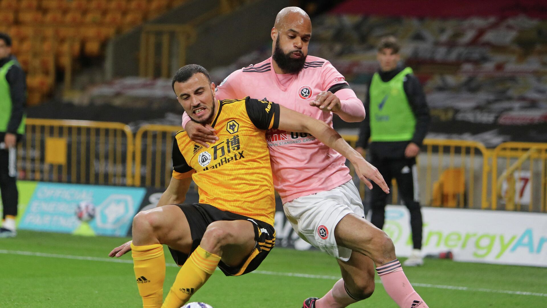 Wolverhampton Wanderers' Moroccan midfielder Romain Saiss (L) vies with Sheffield United's English-born Irish striker David McGoldrick (R) during the English Premier League football match between Wolverhampton Wanderers and Sheffield United at the Molineux stadium in Wolverhampton, central England on April 17, 2021. (Photo by Geoff Caddick / POOL / AFP) / RESTRICTED TO EDITORIAL USE. No use with unauthorized audio, video, data, fixture lists, club/league logos or 'live' services. Online in-match use limited to 120 images. An additional 40 images may be used in extra time. No video emulation. Social media in-match use limited to 120 images. An additional 40 images may be used in extra time. No use in betting publications, games or single club/league/player publications. /  - РИА Новости, 1920, 18.04.2021