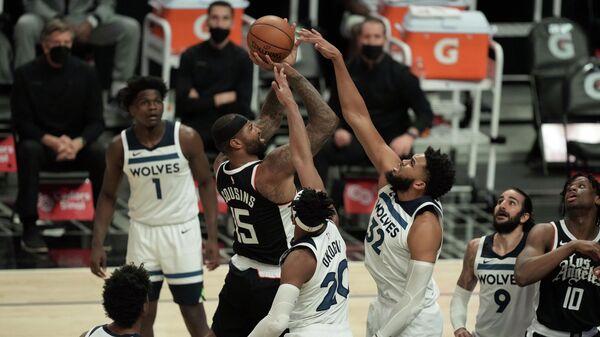 Игровой момент матча НБА Клипперс - Миннесота