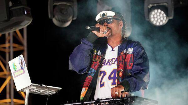 Снуп Догг во время выступления в Вентуре, Калифорния