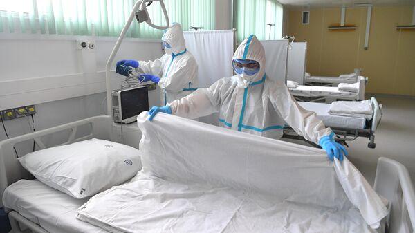 Медицинские работники в палате Московского клинического центра инфекционных болезней Вороновское