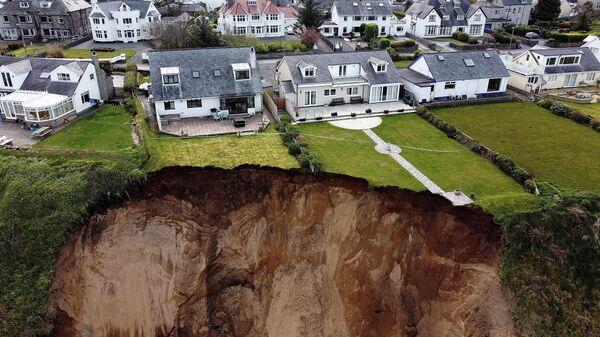 Обвал скалы в деревне Нефин в Уэльсе