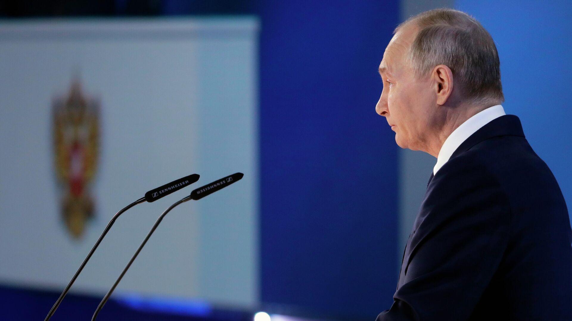 Захарова заявила о включении США в список недружественных России стран