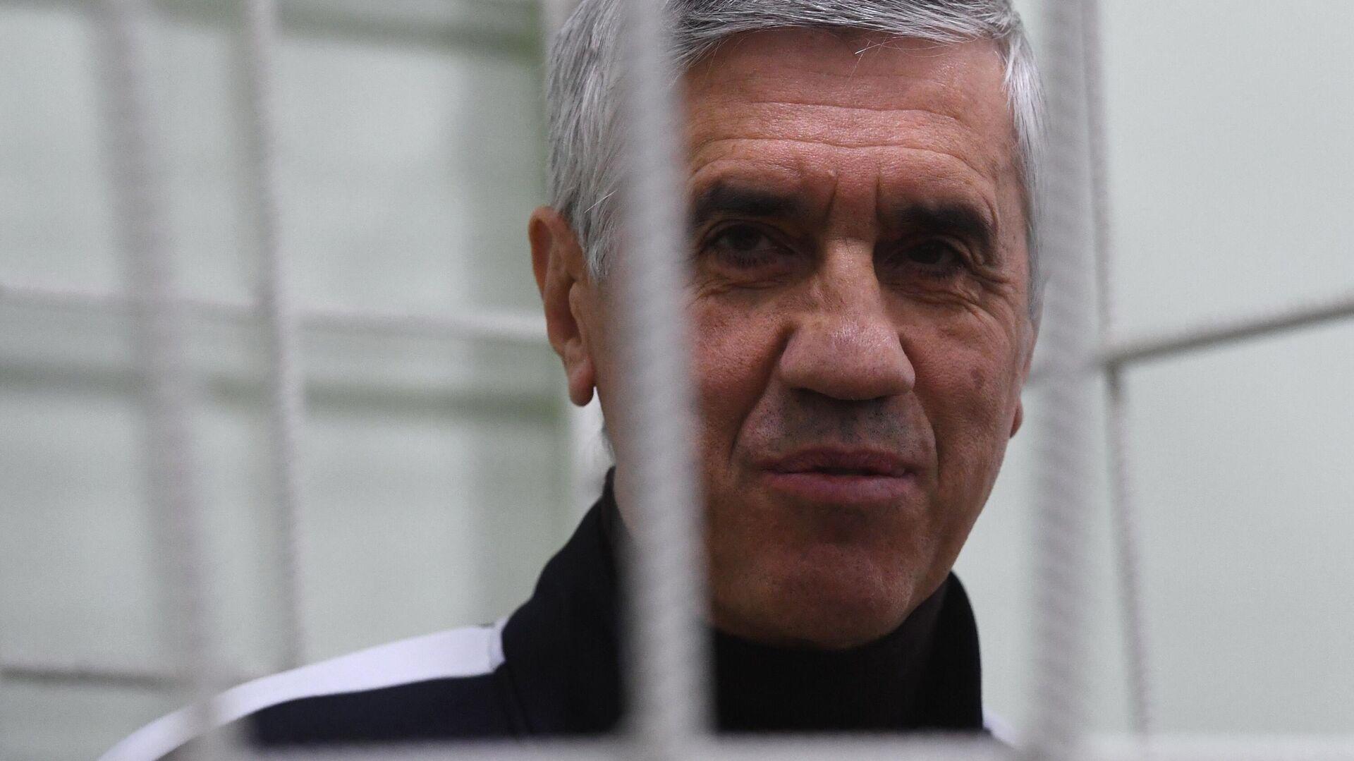 Бизнесмен Анатолий Быков, обвиняемый в  организации двойного убийства в 1994 году, во время судебного заседания в Красноярске - РИА Новости, 1920, 30.07.2021