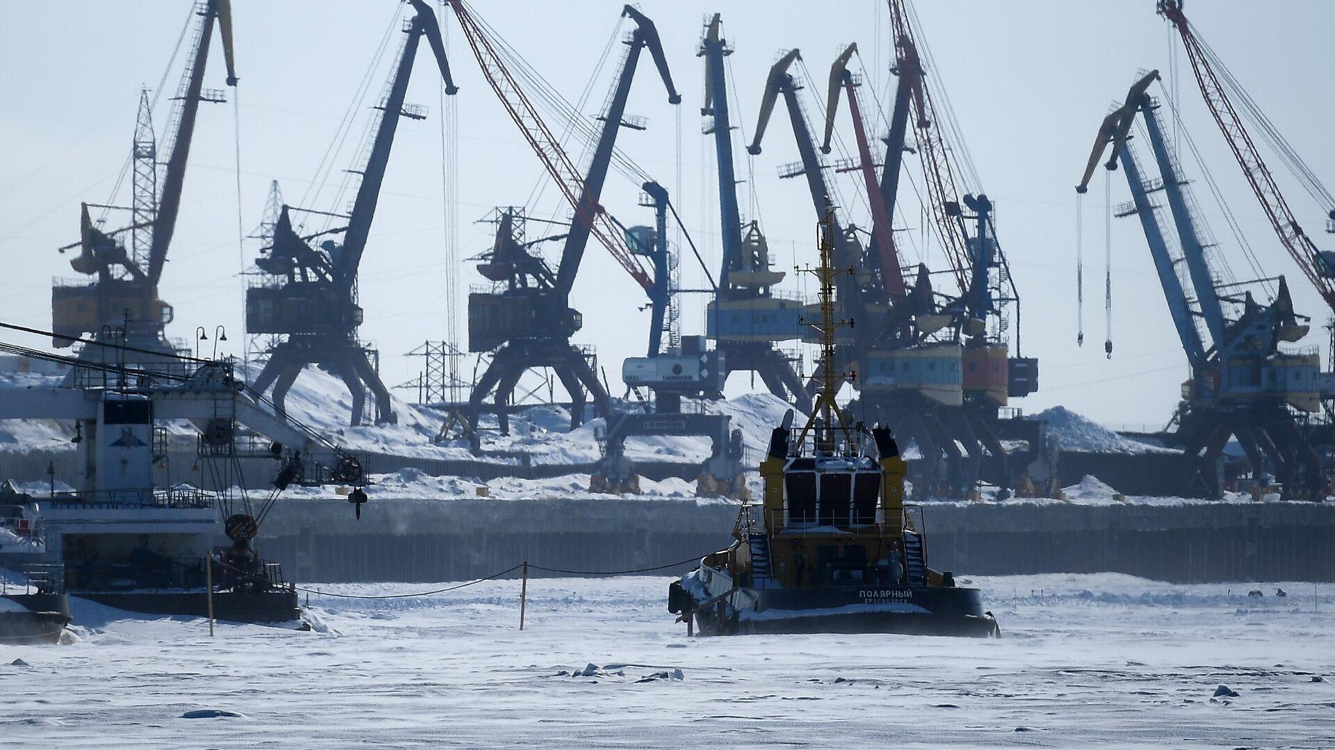 Морской порт в Дудинке  - РИА Новости, 1920, 12.05.2021