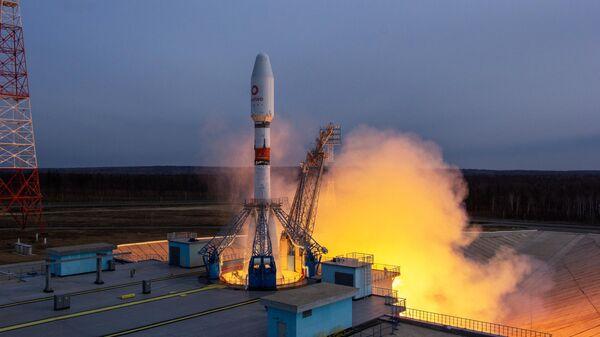 Пуск ракеты Союз-2 с 36 британскими спутниками связи с космодрома Восточный