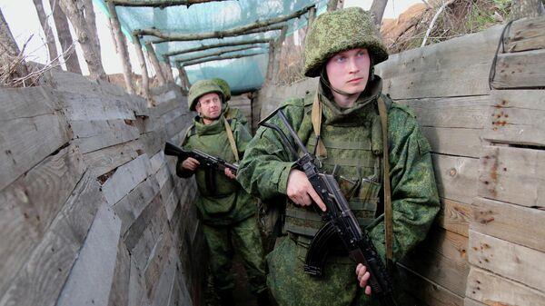Бойцы Народной милиции ДНР на западной окраине Донецка на линии соприкосновения