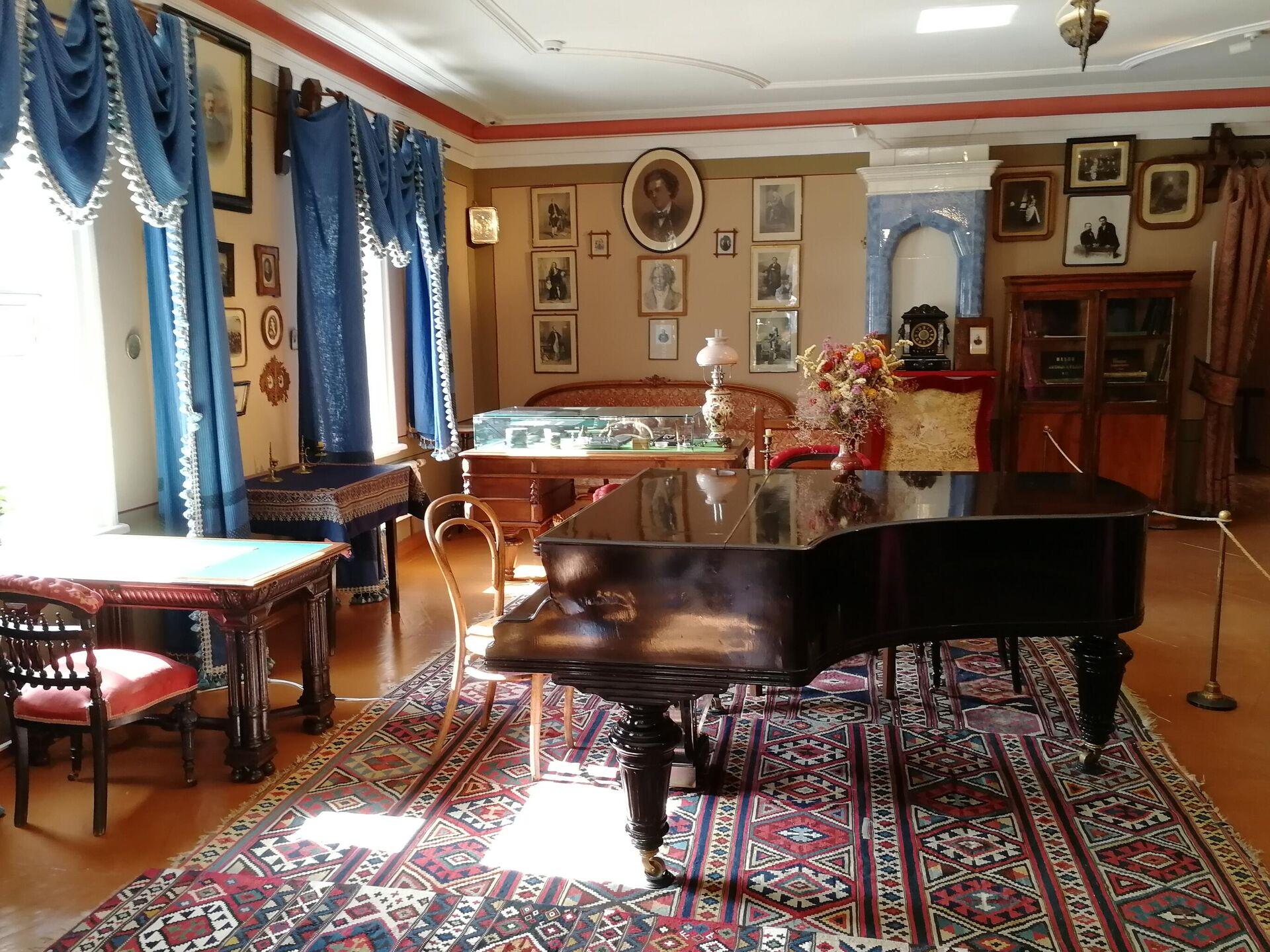 Гостиная в доме-музее Чайковского - РИА Новости, 1920, 12.05.2021