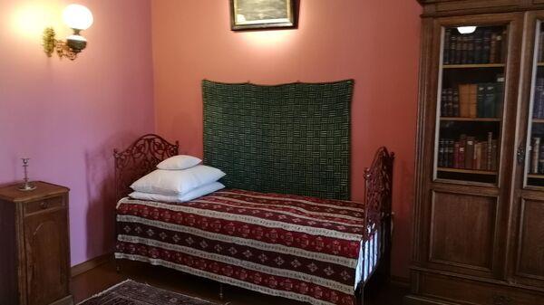 Спальня композитора в усадьбе Чайковского в Клину