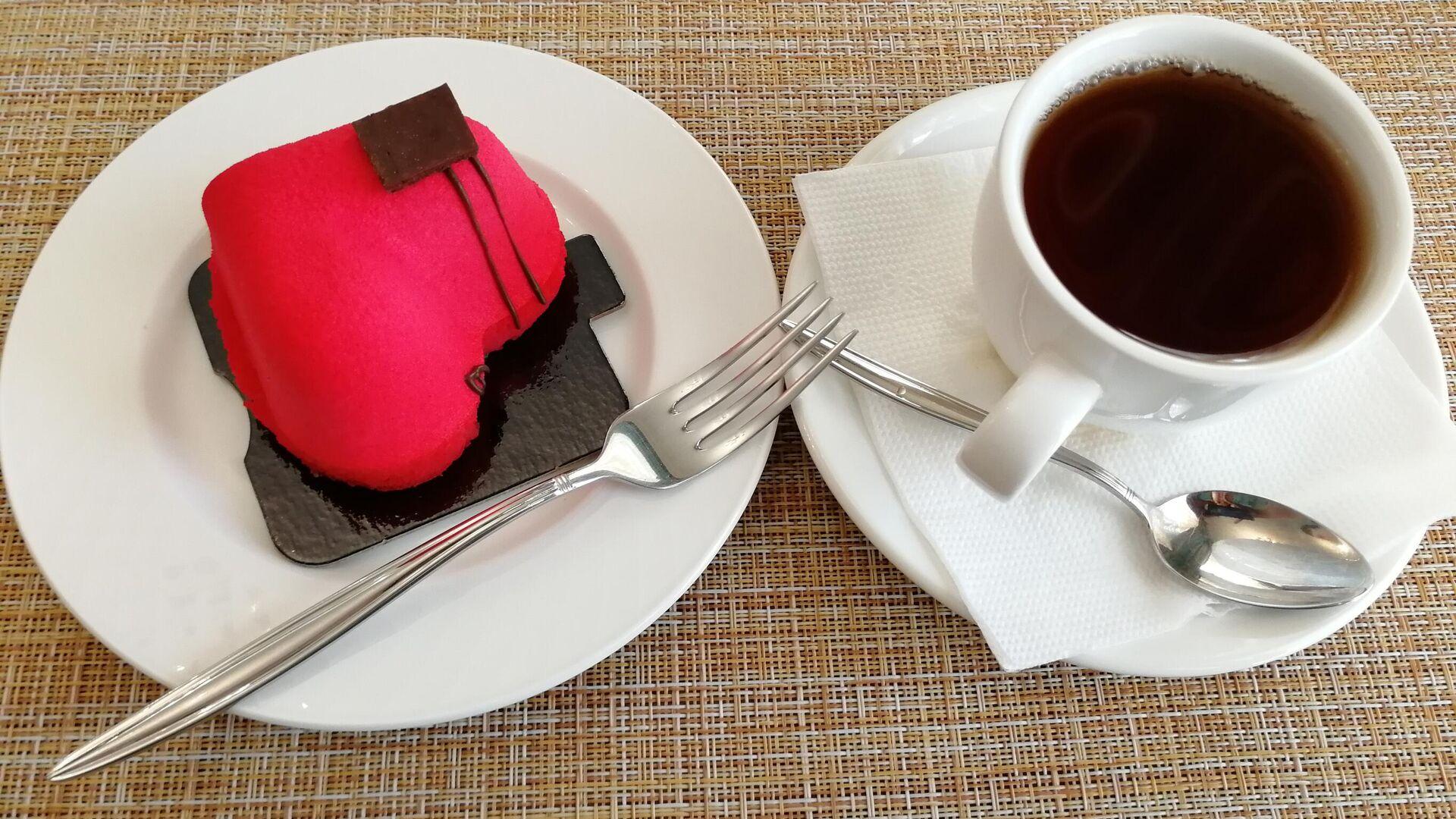 Десерт в кафе гостиницы Пожарских в Торжке - РИА Новости, 1920, 12.06.2021