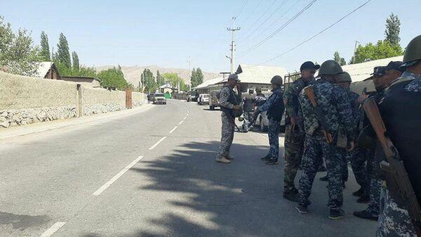 Кыргызские военнослужащие в Баткенской области