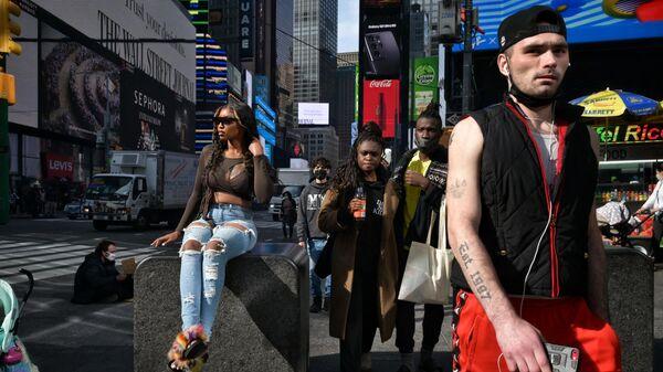 Люди на Таймс-сквер в Нью-Йорке
