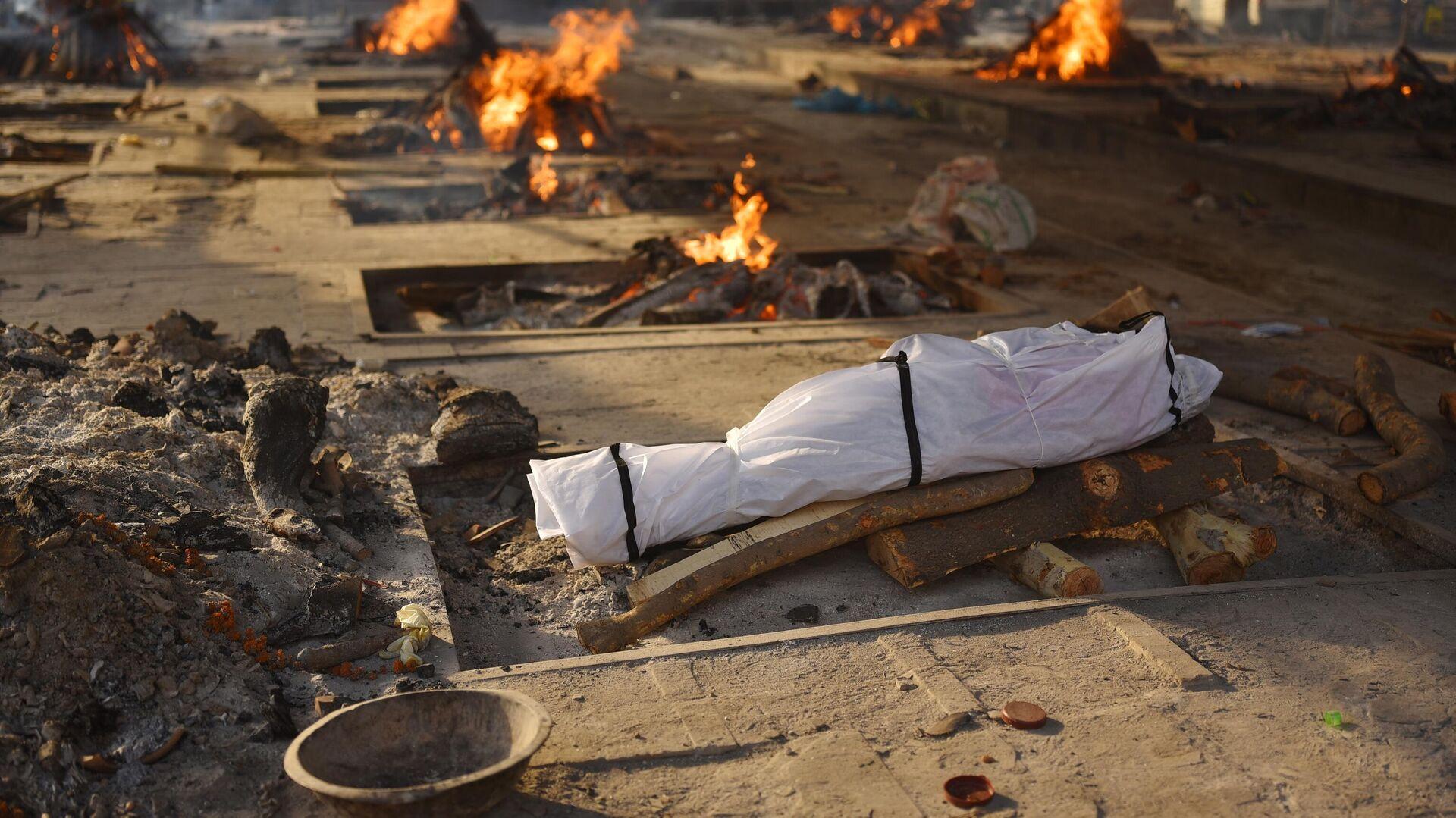 Массовая кремация жертв пандемии в Дели - РИА Новости, 1920, 09.05.2021