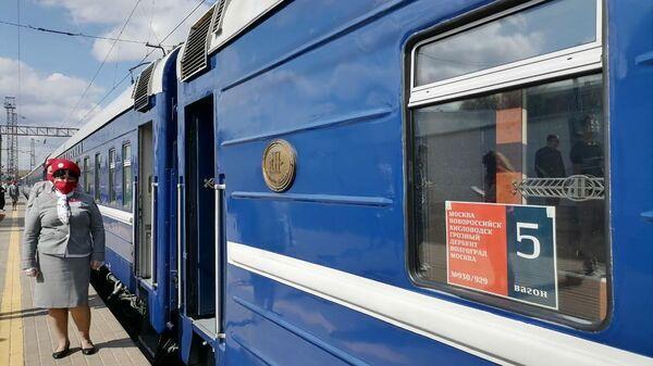 Туристический поезд, следующий по маршруту Гостеприимный Кавказ. Великий Шелковый путь