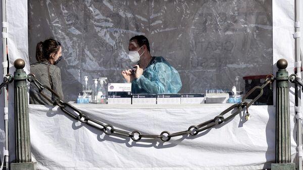 Тестирование на коронавирус на площади Оперы в Париже