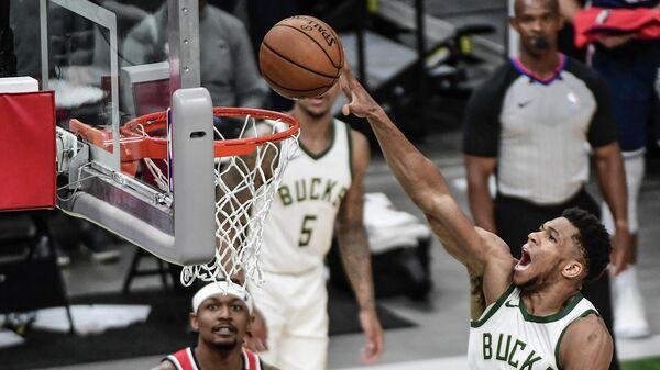 Игровой момент матча НБА Милуоки - Вашингтон