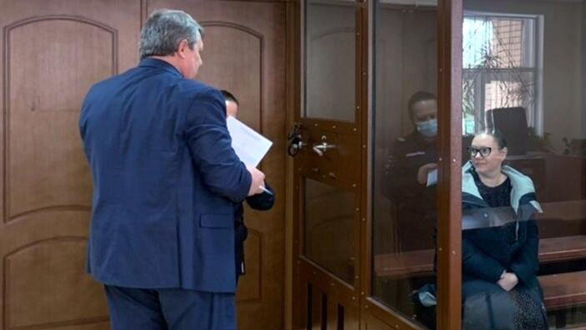 Управляющая отелем Вечный зов Евгения Чумаколенко в зале Пресненского суда, где ей избирают меру пресечения по делу о гибели двух человек при пожаре в гостинице - РИА Новости, 1920, 06.05.2021
