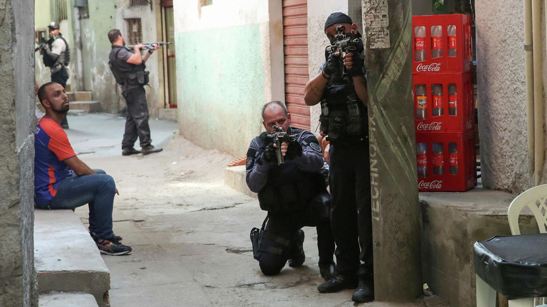 Полицейская операция по борьбе с незаконным оборотом наркотиков в районе Жакарезинью в Рио-де-Жанейро, Бразилия - РИА Новости, 1920, 07.05.2021