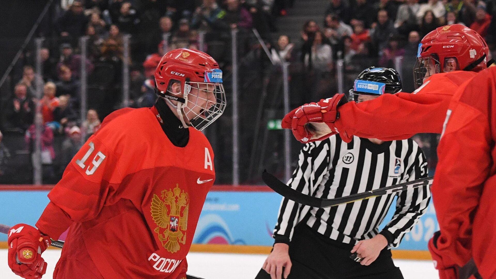 Слева: Матвей Мичков (Россия) радуется заброшенной шайбе - РИА Новости, 1920, 08.05.2021