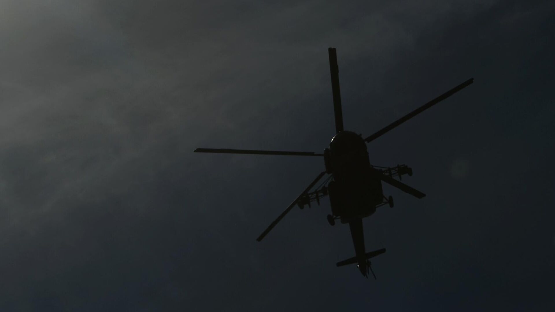К месту падения Ми-8 на Камчатке вылетели спасатели и водолазы