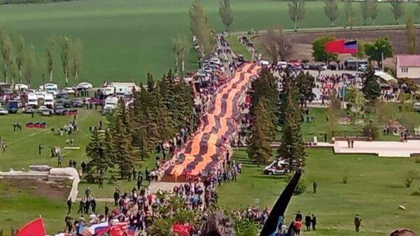 Трехсотметровую георгиевскую ленту развернули в ДНР