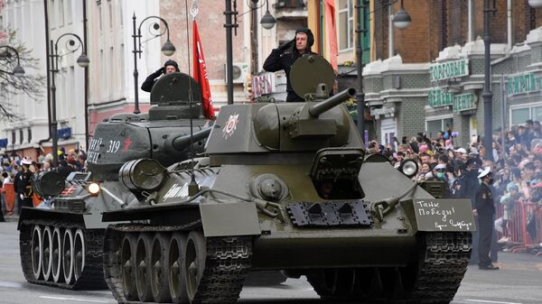 Танк Т-34-76 на военном параде в честь 76-й годовщины Победы в Великой Отечественной войне во Владивостоке