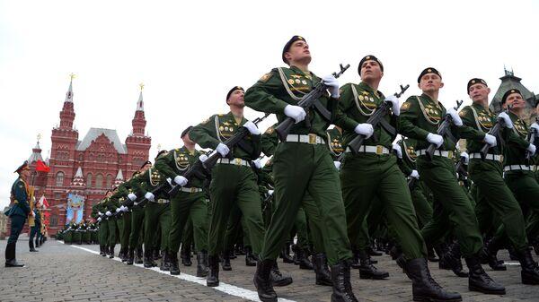Военнослужащие парадных расчетов на военном параде в честь 76-й годовщины Победы в Великой Отечественной войне в Москве