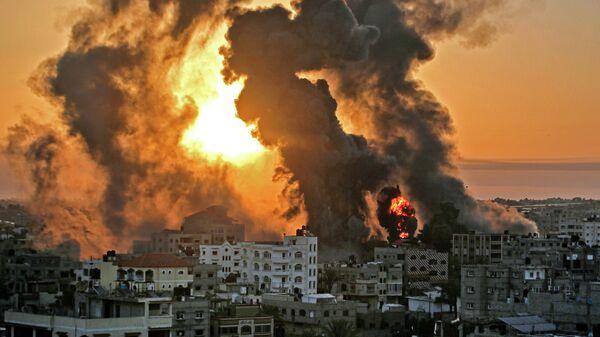 Пожар в Хан-Юнисе после израильского авиаудара