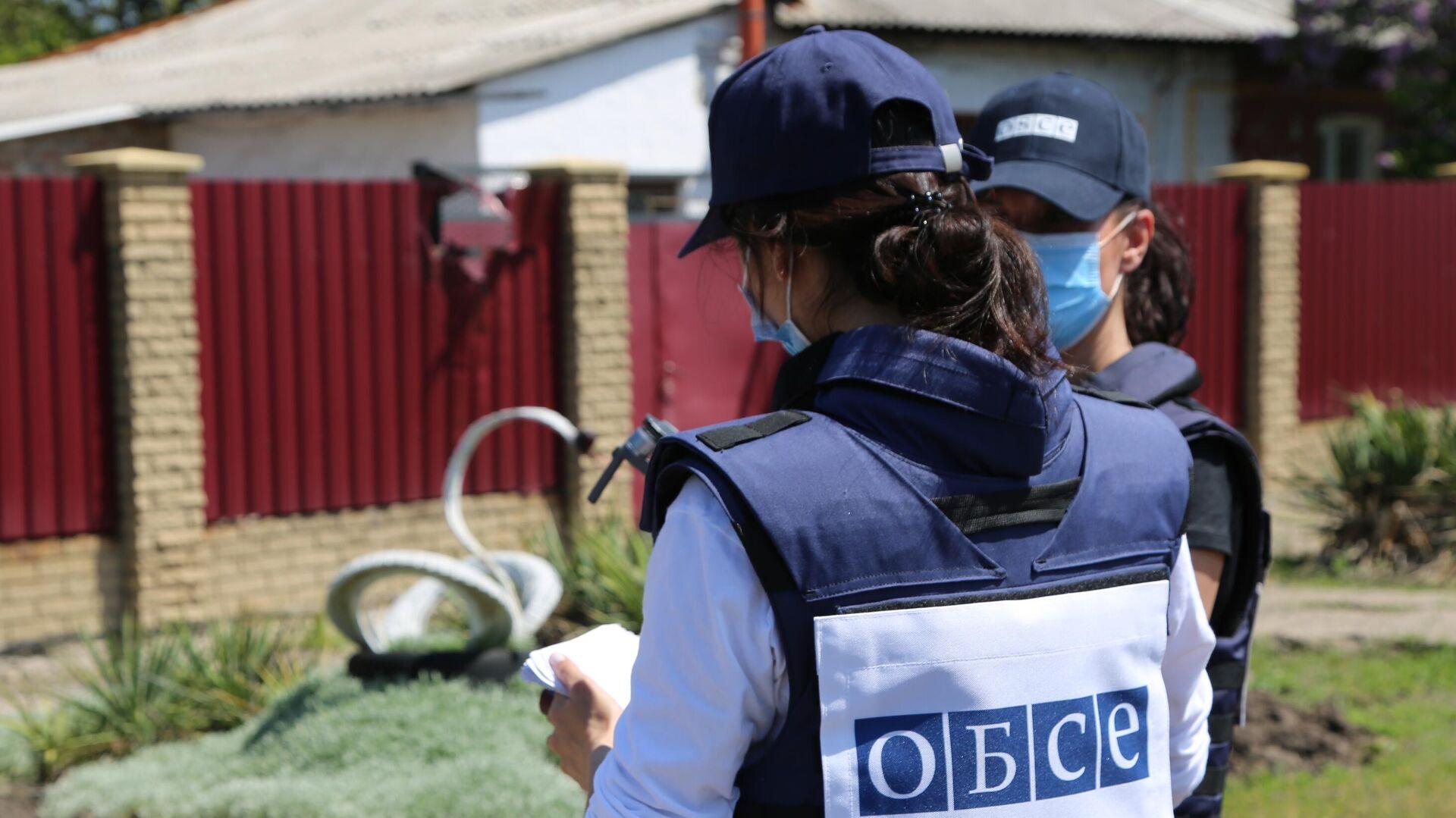 Представители мониторинговой миссии ОБСЕ прибыли на место обстрела в Петровском районе Донецка - РИА Новости, 1920, 25.07.2021