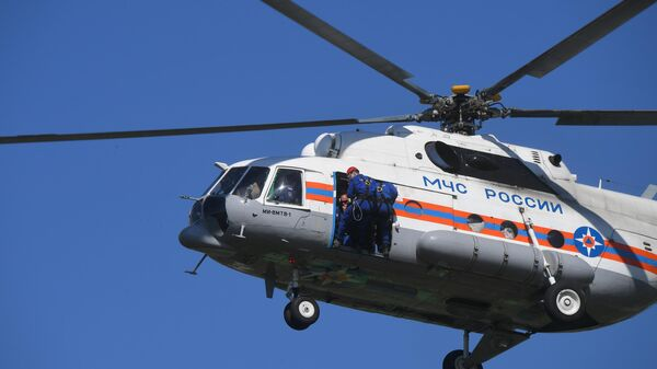Вертолет МЧС РФ во время учений